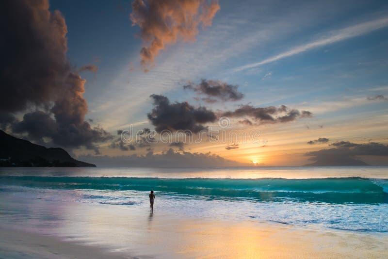 Zonsondergang in Seychellen stock fotografie