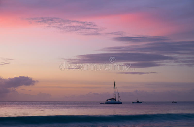 Zonsondergang in Seychellen stock afbeelding