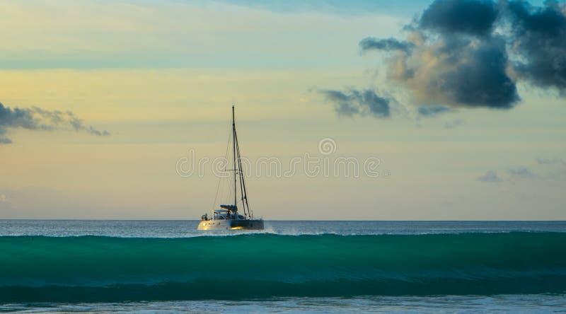 Zonsondergang in Seychellen stock foto's