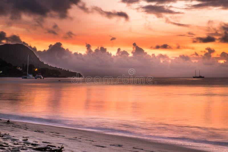Zonsondergang in Seychellen royalty-vrije stock afbeeldingen