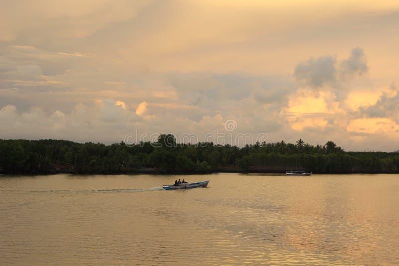 Zonsondergang in Sinjai River royalty-vrije stock fotografie