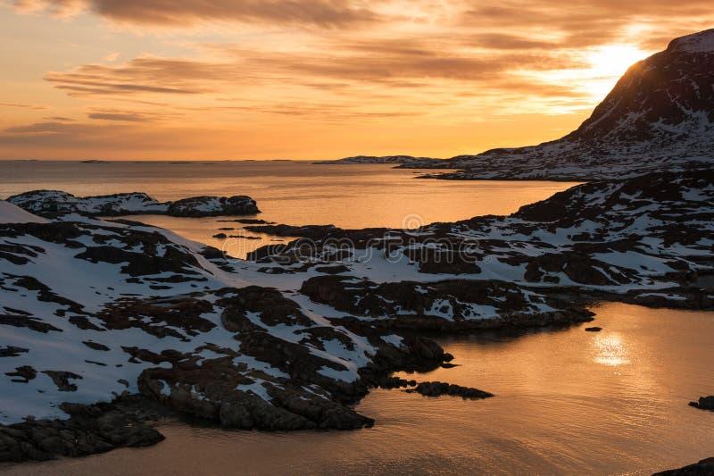 Zonsondergang in Sisimiut, Groenland. stock foto's
