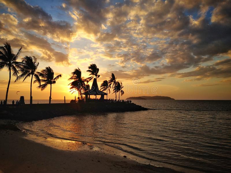 Zonsondergang in Strand royalty-vrije stock afbeeldingen
