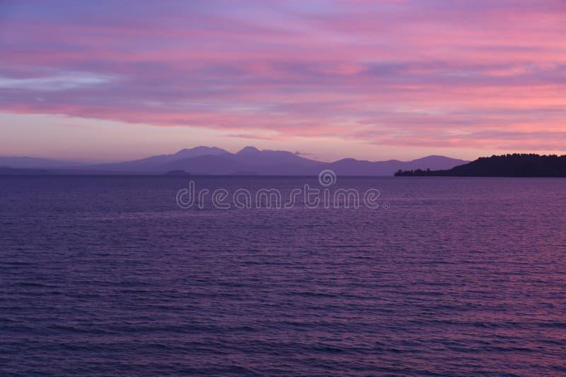 Zonsondergang Taupo Nieuw Zeeland royalty-vrije stock afbeeldingen