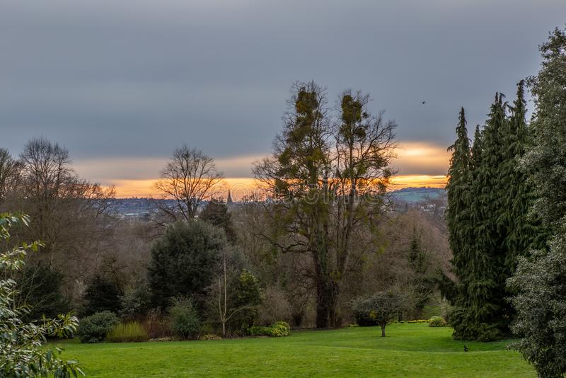 Zonsondergang tegen de horizon van de stad van Oxford stock afbeeldingen