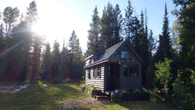 Zonsondergang Uiterst klein Huis stock afbeelding
