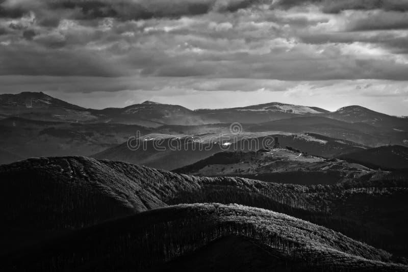 Zonsondergang van Buzludzha, dichtbij Shipka-stad, Bulgarije stock foto's