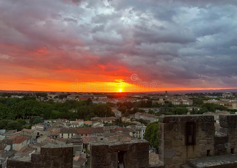 Zonsondergang van de muren van Carcassonne stock afbeeldingen