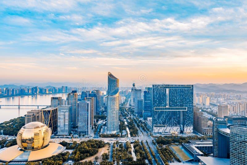 Zonsondergang van de Nieuwe Stad van Qianjiang, Hangzhou, Zhejiang, China stock afbeelding