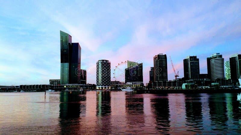 Zonsondergang van Docklands in Melbourne, Australië stock foto