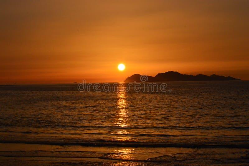 Zonsondergang van het strand stock foto's