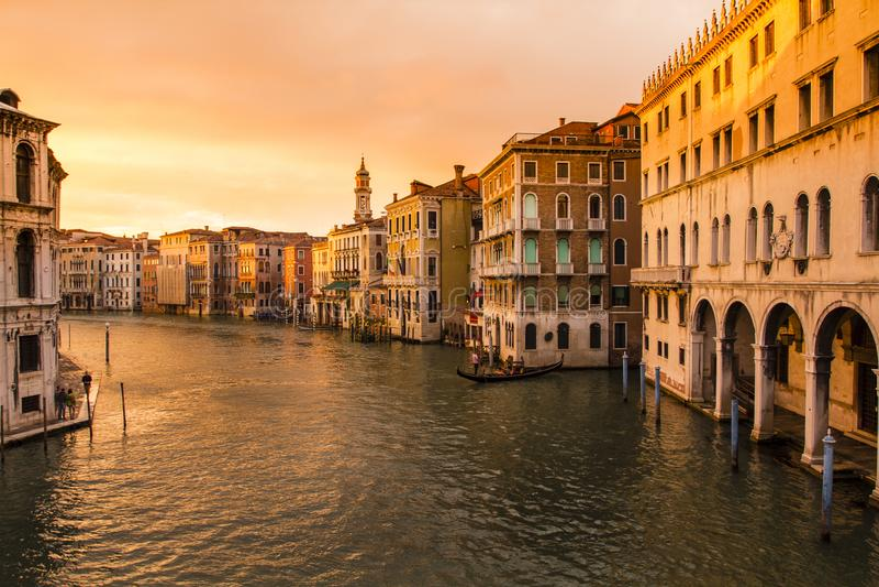 Zonsondergang van Rialto-Brug, Venetië, Italië stock fotografie