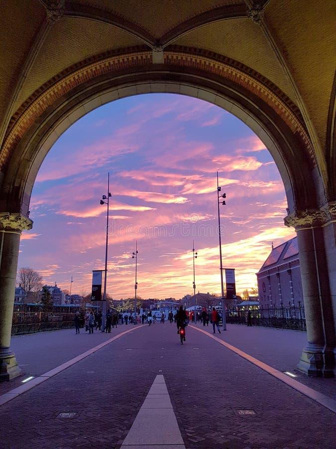 Zonsondergang van rijksmuseum die van Amsterdam wordt gezien stock foto