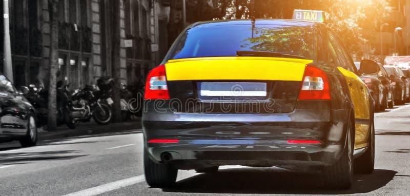 Zonsondergang van taxi de gele Barcelona stock fotografie