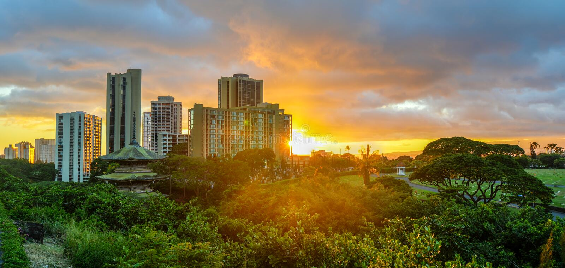 Zonsondergang in Waikiki, Oahu, Hawaï stock afbeelding