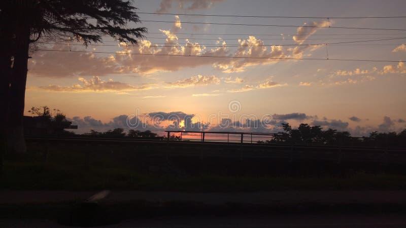 Zonsondergang Weergeven van M6-weg stock foto