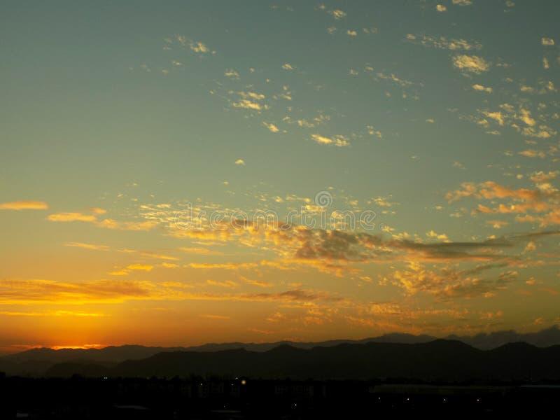 Zonsondergang zoals een vulkaan royalty-vrije stock foto's