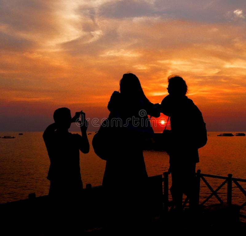 Zonsondergang - Zon gekregen gevangen royalty-vrije stock foto's