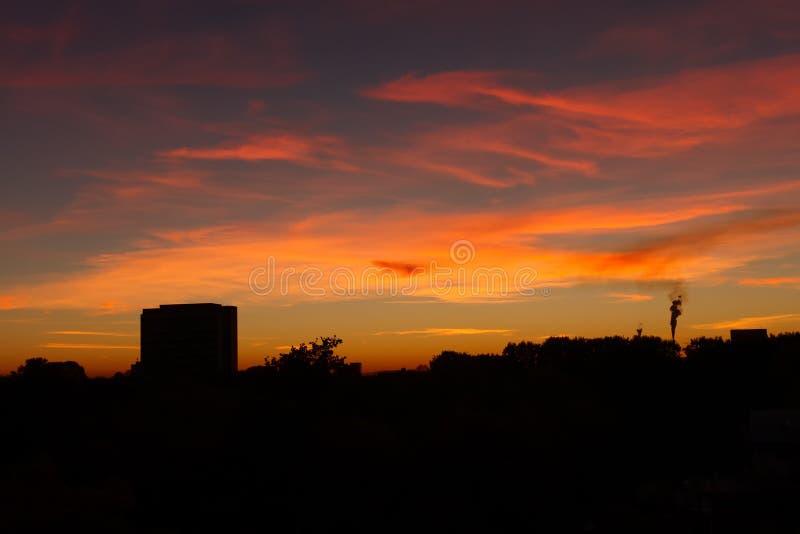 Zonsondergangcityscape silhouet Karlsruhe Duitsland royalty-vrije stock foto's