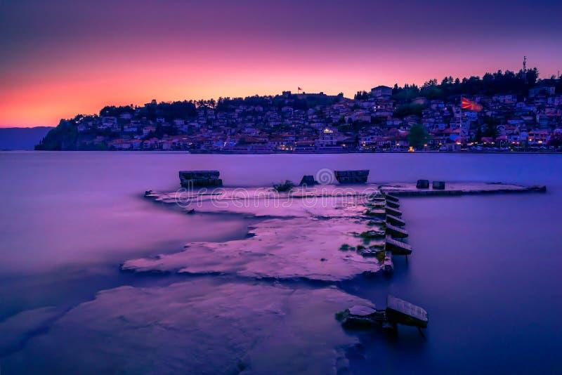 Zonsondergangdrama op Ohrid-Meer royalty-vrije stock foto
