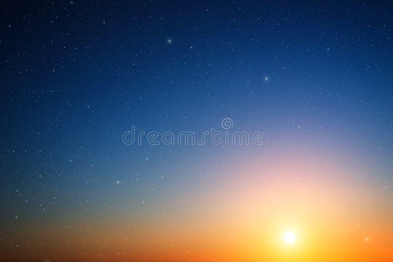 Zonsonderganghemel. stock fotografie