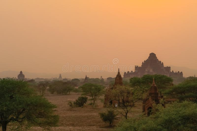 Zonsonderganghemel bij bagan; Myanmar royalty-vrije stock afbeelding