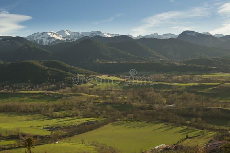 Zonsonderganglandschap van de Catalaanse Pyreneeën, Cerdanya, Girona, Spanje stock afbeelding