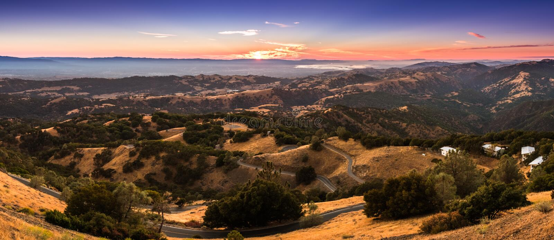 Zonsonderganglicht die die de bergen verlichten in zuiden San Fra worden gevestigd royalty-vrije stock fotografie