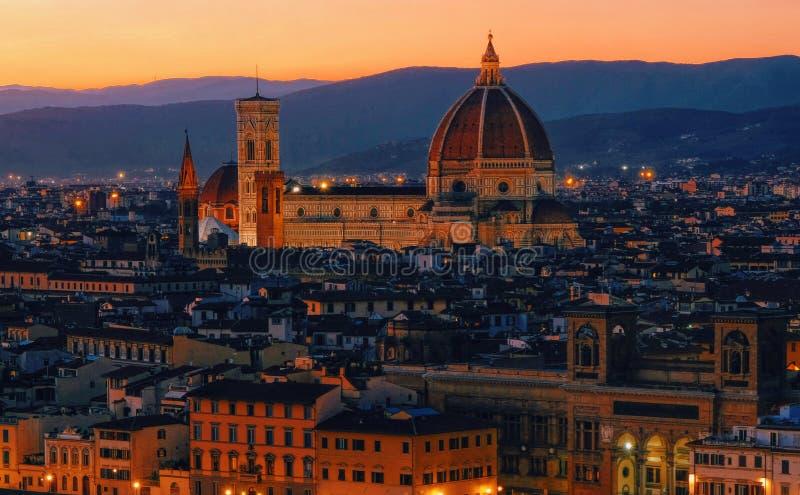 Zonsondergangmening van Florence, Palazzo Vecchio en Florence Duomo, Ita stock fotografie