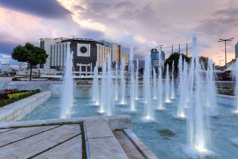 Zonsondergangmening van Nationaal Paleis van Cultuur in stad van Sofia, Bulgarije stock afbeeldingen