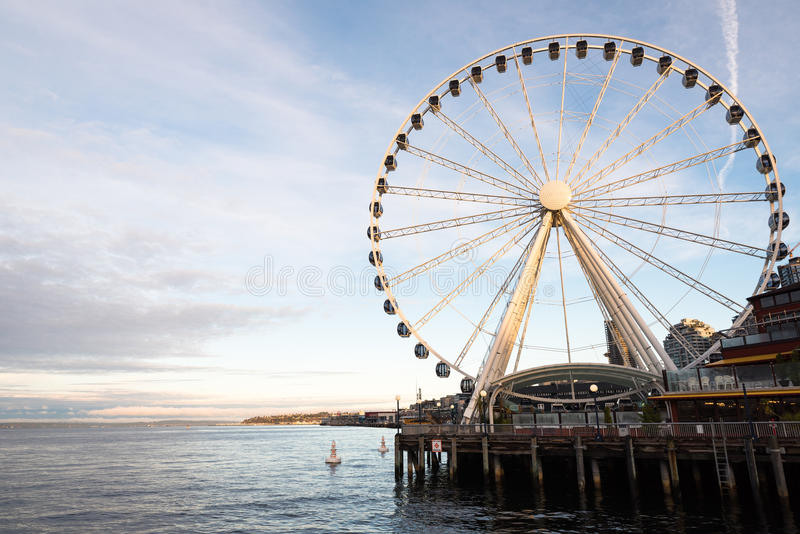 Zonsondergangmening van Reuzenrad in Seattle royalty-vrije stock afbeelding