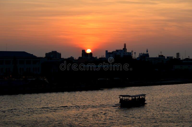 Zonsondergangmeningen van de stad royalty-vrije stock afbeeldingen