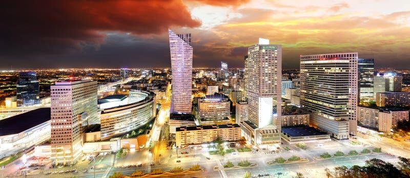 Zonsondergangpanorama van Warshau, hoofdstad van Polen, Europa stock afbeelding