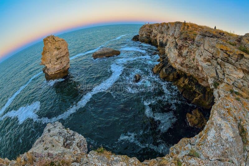 Zonsondergangrotsen op strand in Tyulenovo, Bulgarije royalty-vrije stock foto