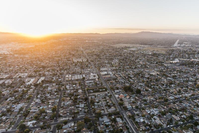 Zonsondergangsatellietbeeld van San Fernando Valley in Los Angeles stock foto's