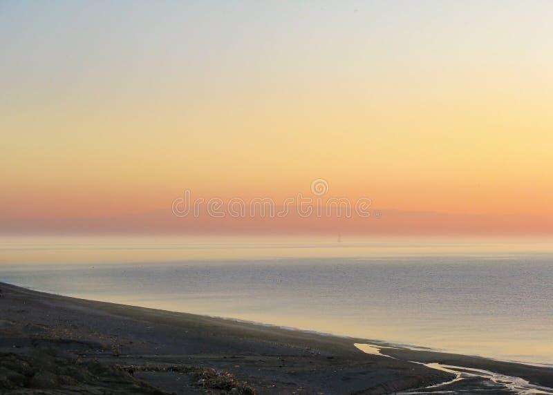 Zonsondergangstrand Letojanni Sicilia Italië stock foto