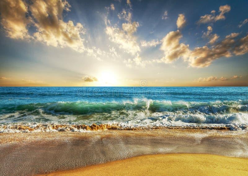 Zonsondergangstrand van Thailand royalty-vrije stock afbeelding
