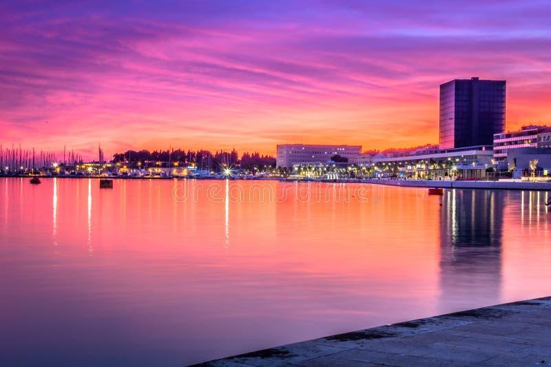 Zonsondergangtijd in Spleet, Kroatië royalty-vrije stock afbeelding