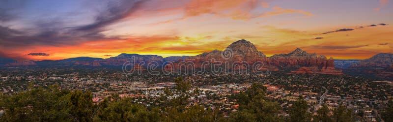Zonsonderganguitzicht van Sedona, Arizona stock afbeelding