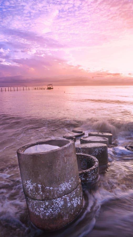 Zonsopgang bij amal strand, Indonesië royalty-vrije stock afbeelding