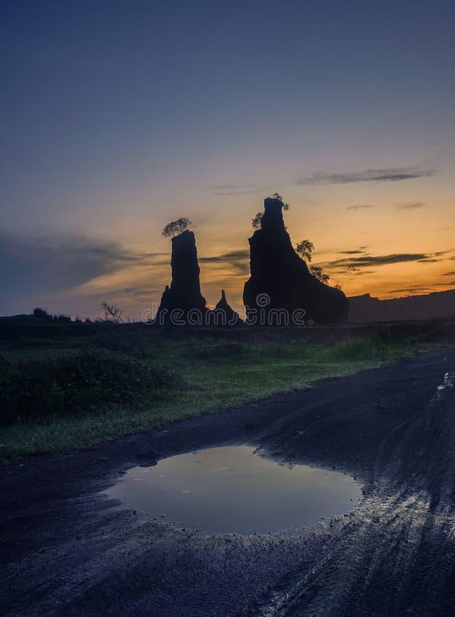 Zonsopgang bij Bruine Canion, Semarang - Indonesië stock afbeeldingen