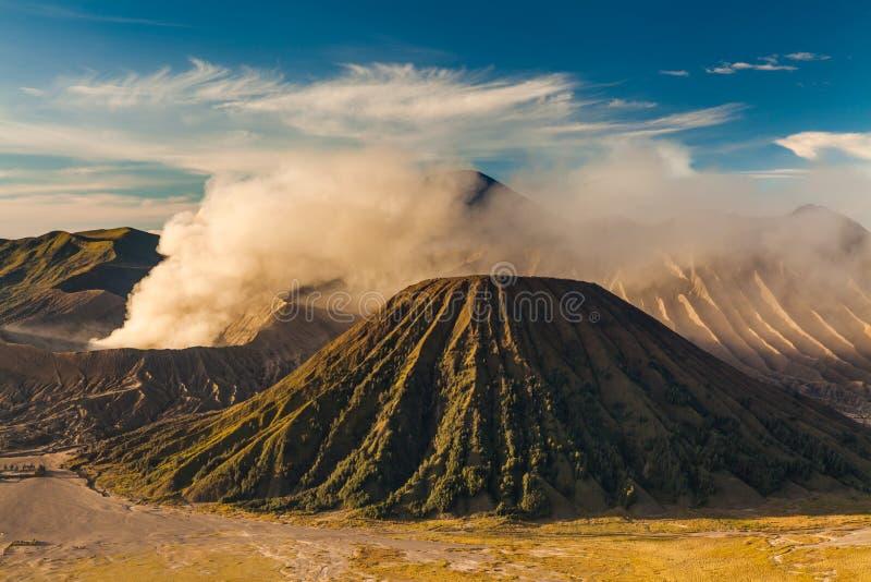 Zonsopgang bij de vulkaan van Onderstelbromo, de prachtige mening royalty-vrije stock afbeeldingen