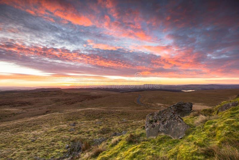 Download Zonsopgang Bij Het Bos Van Bowland, Lancashire, Het UK Stock Afbeelding - Afbeelding bestaande uit outdoors, looking: 107700475