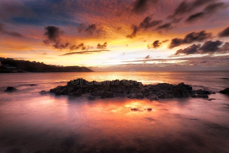 Zonsopgang bij Langland-Baai in Swansea stock fotografie
