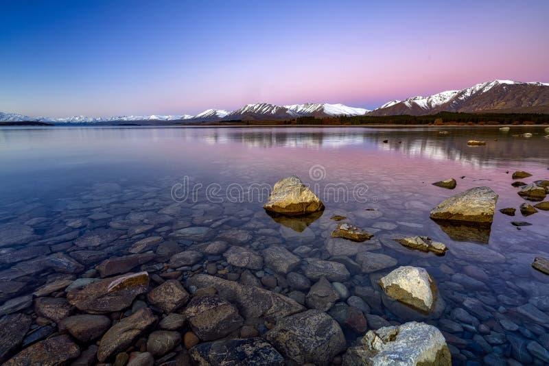 Zonsopgang bij Meer Tekapo, Zuideneiland, Nieuw Zeeland stock fotografie