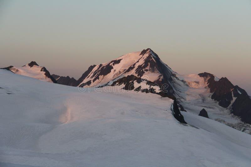 Zonsopgang bij Weisskogel-gletsjer in Otztal-alpen, Oostenrijk royalty-vrije stock afbeelding