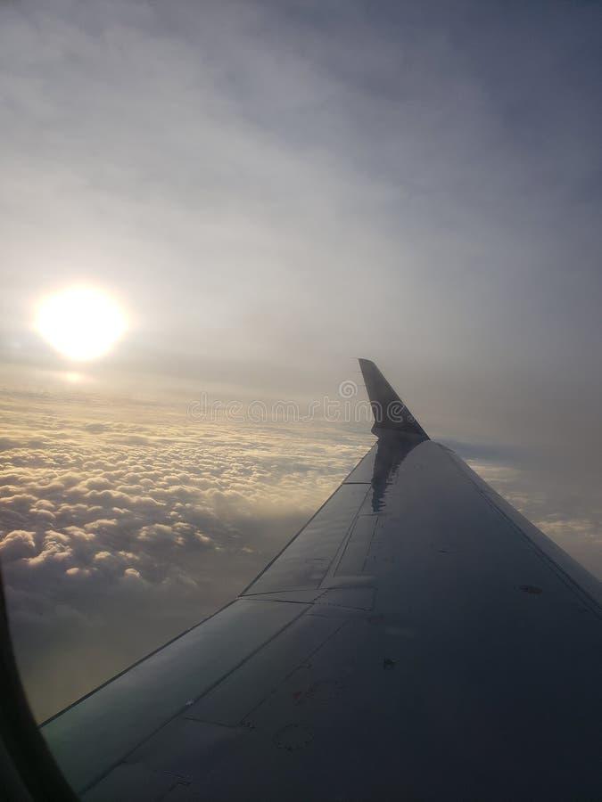 Zonsopgang boven de Wolken stock afbeelding