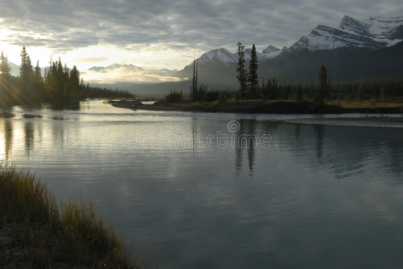 Zonsopgang in Canadese Rockies stock foto