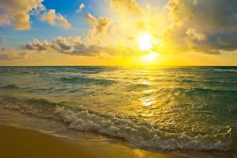 Zonsopgang, de Atlantische Oceaan stock fotografie