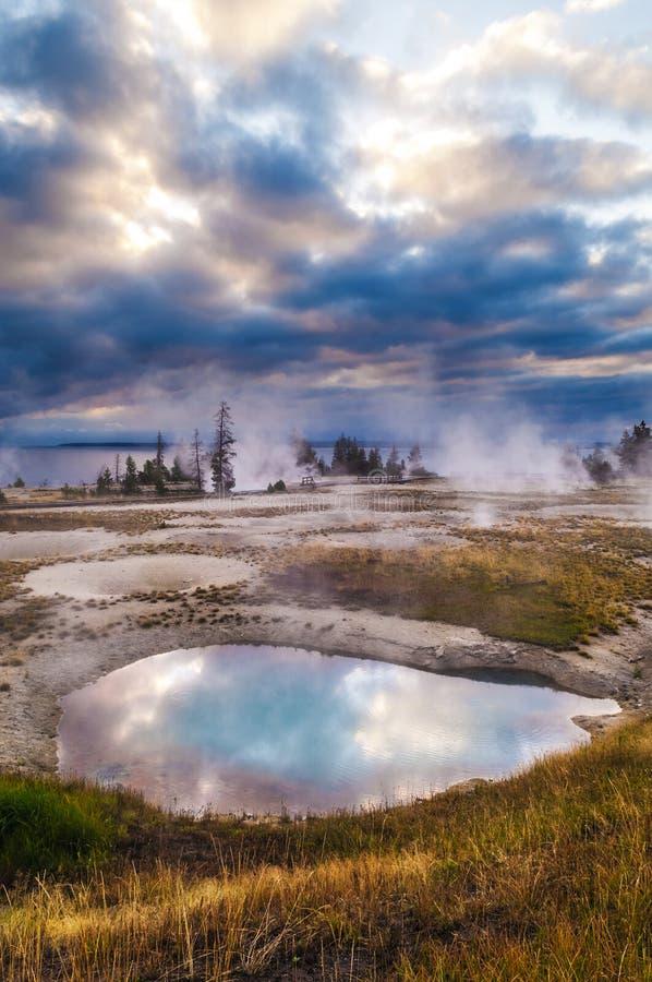 Zonsopgang in de Geiserbassin van de het Westenduim - Yellowstone royalty-vrije stock fotografie